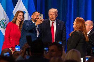 Trump tuvo un acto en Miami, sin mascarilla ni distanciamiento, 6 días antes de su positivo