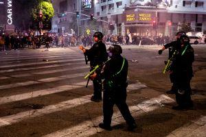 """Arrestan a 40 personas en Los Ángeles luego de que la LAPD declaró """"manifestación ilegal"""" en noche electoral"""