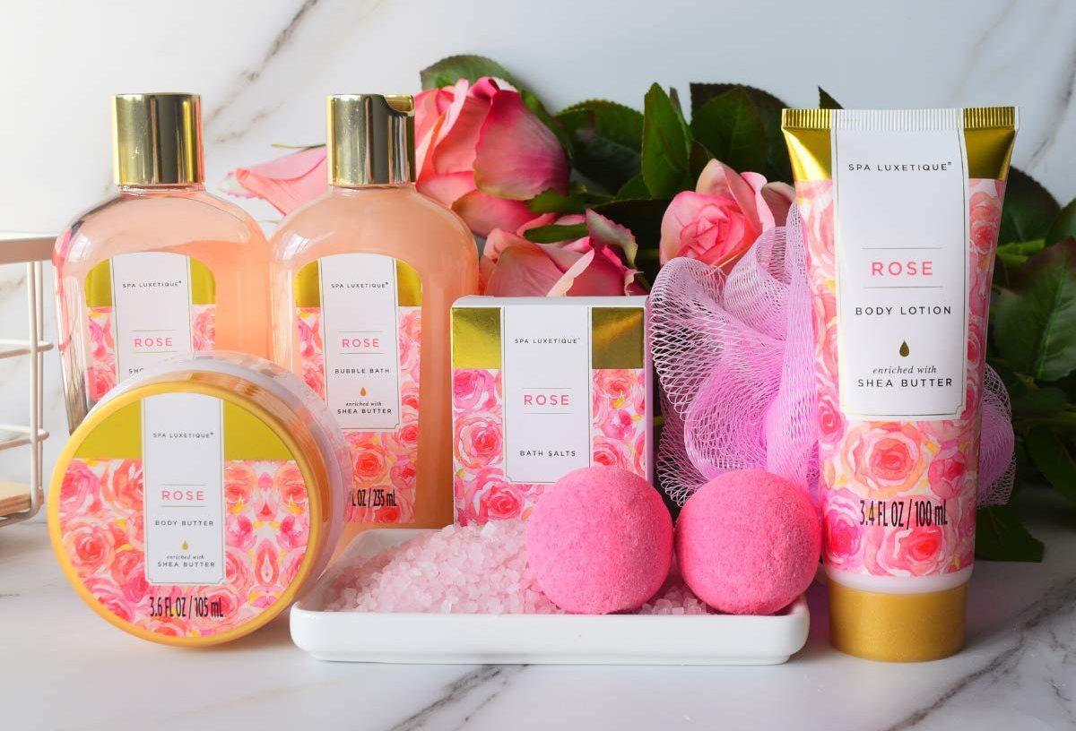 Los mejores sets de productos de spa con fragancias que puedes disfrutar en casa para un día de relajación