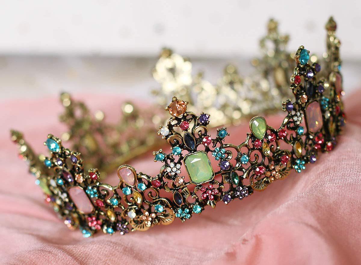 5 diseños de tiaras y coronas súper elegantes para usar en tus quince años