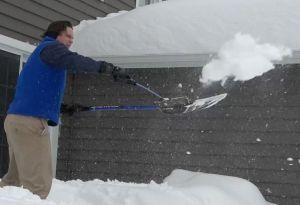 Las mejores palas y productos para quitar la nieve de tu patio y auto