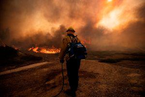 Controlan los incendios Blue Ridge Fire y Silverado Fire y suspenden las evacuaciones