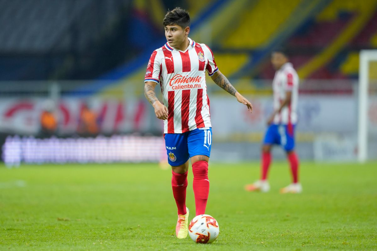 Más problemas: Chivas separa a 'Chofis' Lopéz y otros dos jugadores por indisciplina