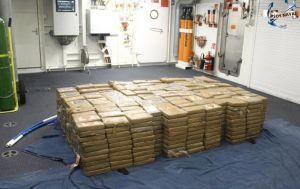 Decomisan más de 1,000 paquetes con cocaína