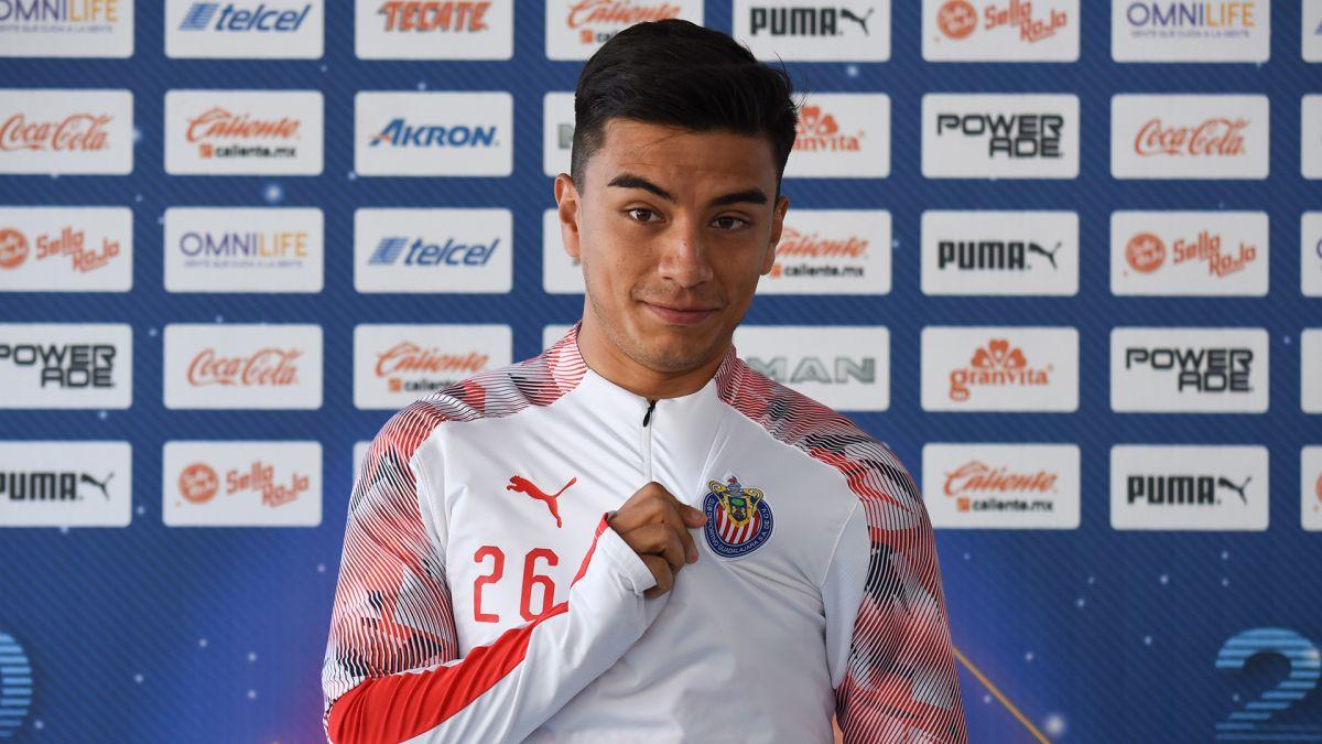 """El """"Nene"""" se queda hasta 2023, Fernando Beltrán firmó mejora salarial con Chivas"""