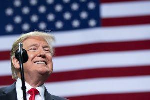 """Donald Trump aplaudió su absolución en el juicio político y está dispuesto a iniciar su movimiento """"MAGA"""""""