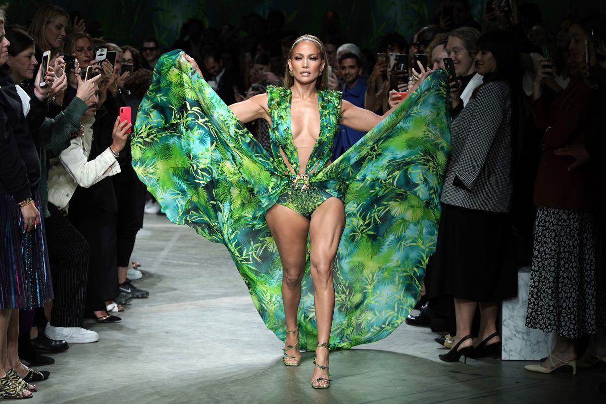 Famosas que han lucido una variación del legendario vestido de Jennifer Lopez