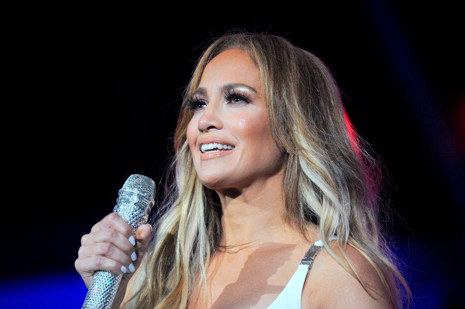 Los detalles del increíble look Balmain de Jennifer Lopez