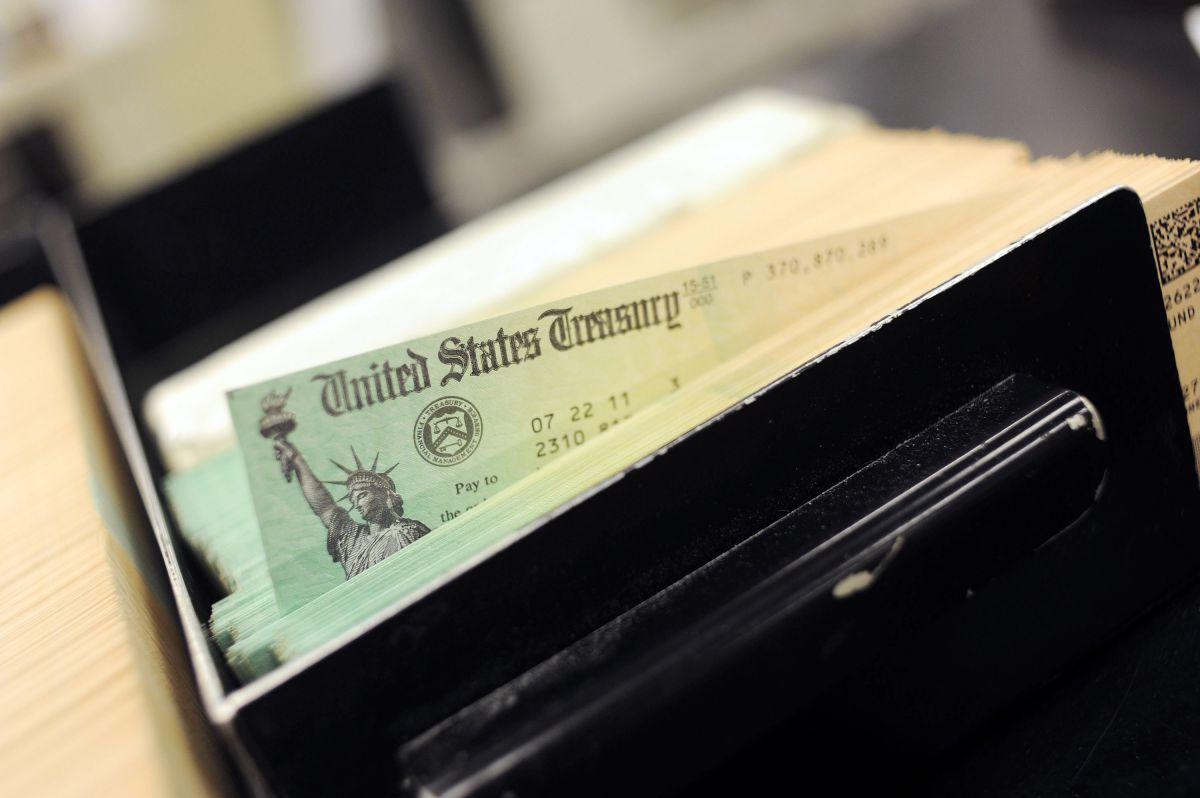Qué tan rápido llegaría el tercer cheque una vez que Biden firme el paquete de estímulo