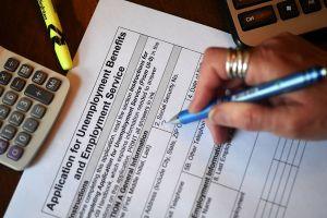 IRS: 'Aléjate de quienes te prometen mayores reembolsos de impuestos'