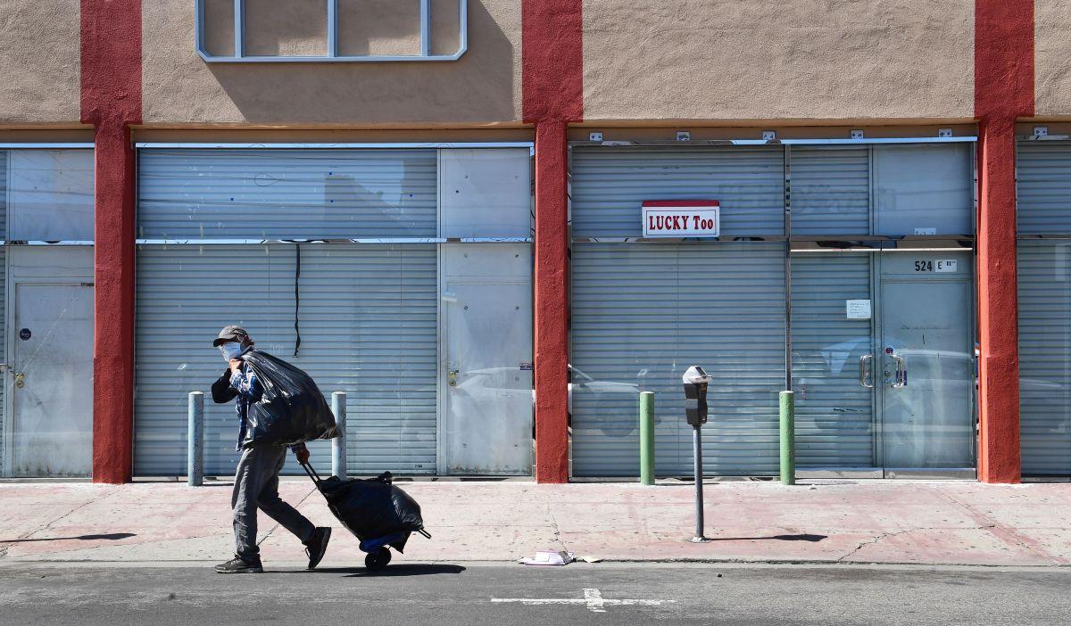 Las solicitudes semanales de desempleo caen a su nivel más bajo desde marzo, existe una explicación y California podría ser responsable