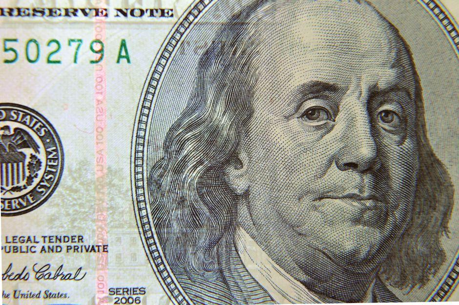 A cuánto se vende el dólar hoy en México: El peso gana por cuarta semana
