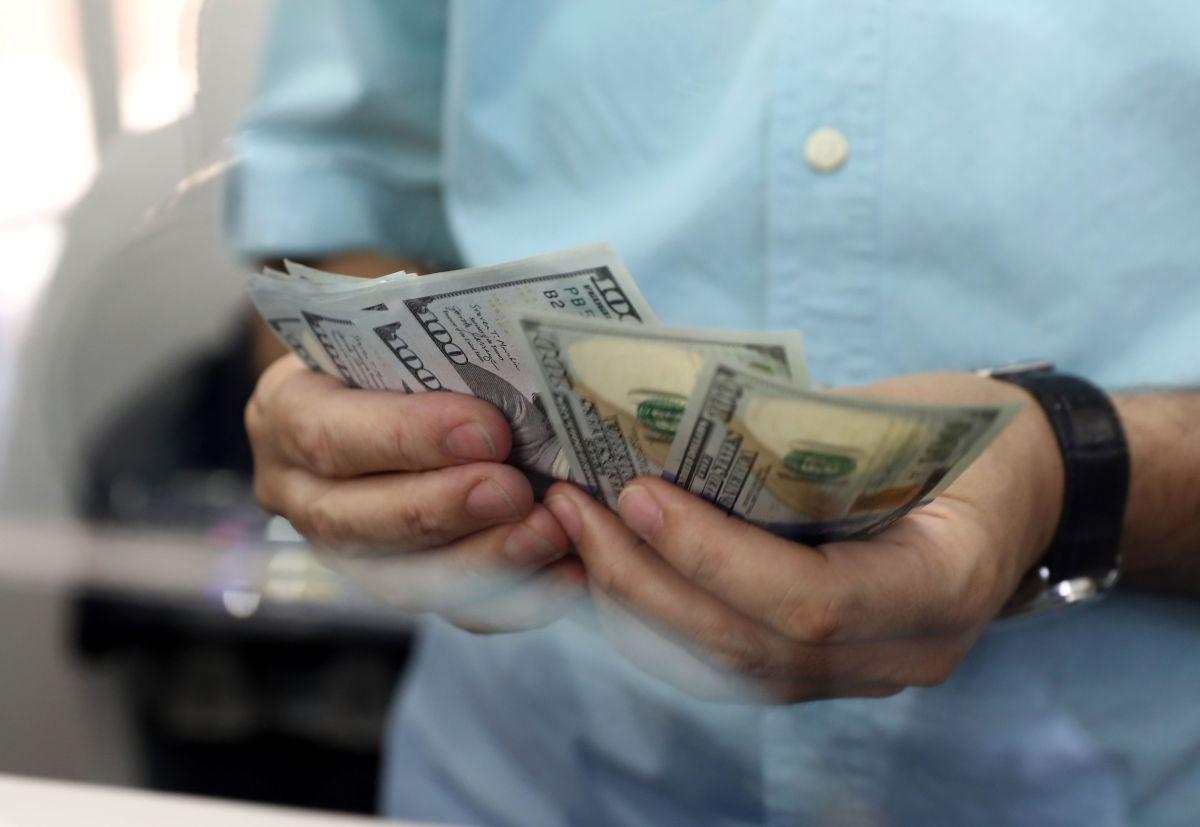 Encuesta revela que la mitad de los estadounidenses piensa que están pagando muchos impuestos
