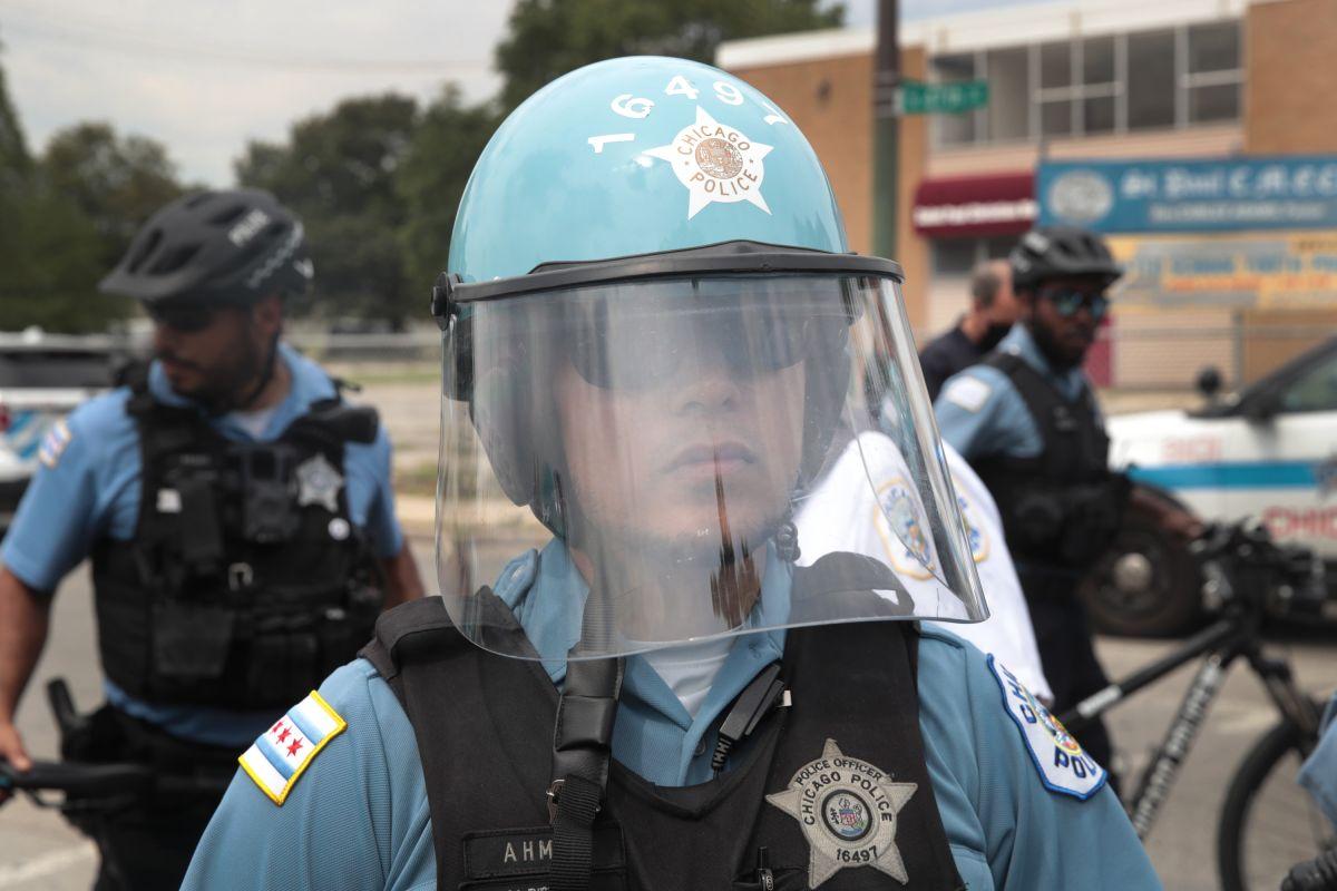 Otra mujer participó en el incidente sujetando por el pelo la cabeza del trabajador.
