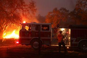 Alerta roja de incendios en el sur de California debido a pronóstico de fuertes vientos