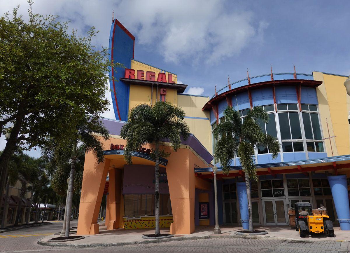 Tristeza en el sur de la Florida por el cierre de la cadena de cines Regal