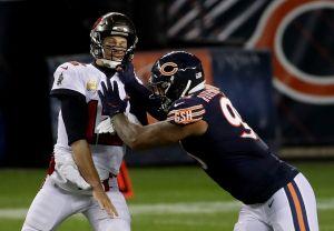 VIDEO: Tom Brady, con sus 20 años en la NFL, perdió la cuenta de los 'downs' y entregó el partido