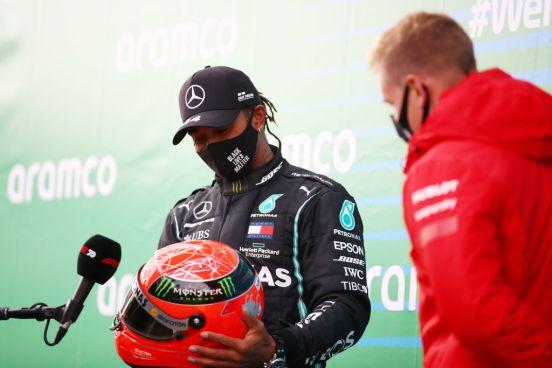 Lewis Hamilton recibió un casco de Michael Schumacher.