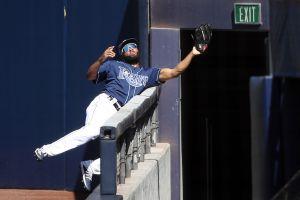 VIDEO: El dominicano Manuel Margot arriesga el físico y hace la atrapada del año en la MLB