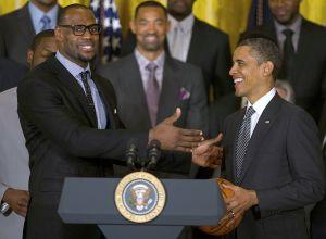 Barack Obama felicitó a LeBron James por conseguir su cuarto título de la NBA