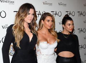 Las hermanas Kardashian dijeron adiós ropa en la playa y juntas se mostraron con hilos y pequeños bikinis