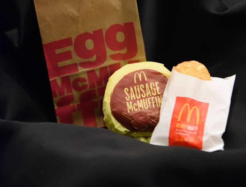McDonald's añade un nuevo desayuno: 3 nuevas opciones de panecillos disponibles todo el día