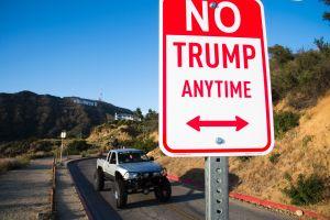 Un segundo letrero de Trump imitando el estilo de Hollywood reaparece en California