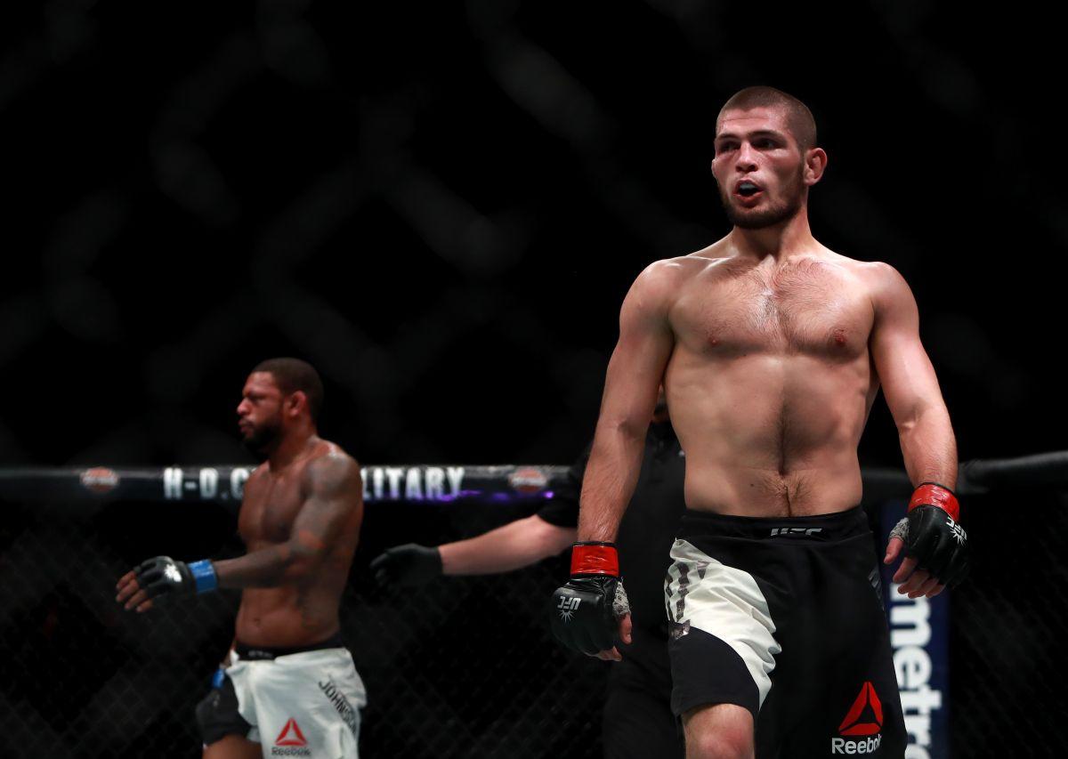 VIDEO: Khabib Nurmagomedov se desnuda en la ceremonia de pesaje de UFC 254