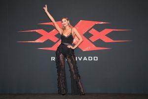 Ariadna Gutierrez lleva un entallado vestido nude que se confunde con las hermosas curvas de su cuerpo