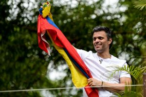 El opositor Leopoldo López sale de la embajada de España en Caracas y abandona Venezuela