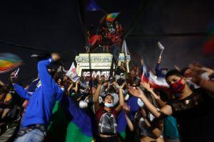 """""""Con una nueva Constitución no solucionarán todos los problemas"""": los retos del histórico referendo en Chile"""