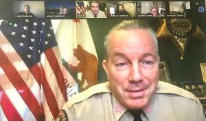 Sheriff de L.A. asegura que cumple promesas, pese a reducción de presupuesto