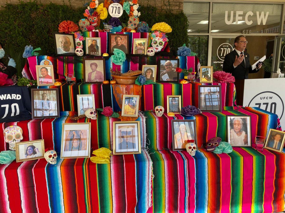 Trabajadores esenciales en Los Ángeles honran a sus difuntos