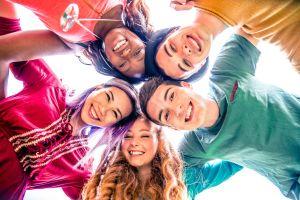Se disparan las opciones de empleo para adolescentes en Estados Unidos este verano