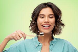 5 elementos necesarios para la limpieza impecable de tu dentadura