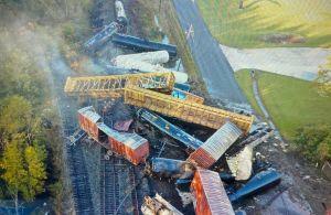 Espeluznante: tren de carga que transportaba químicos se descarrila en Mauriceville, Texas