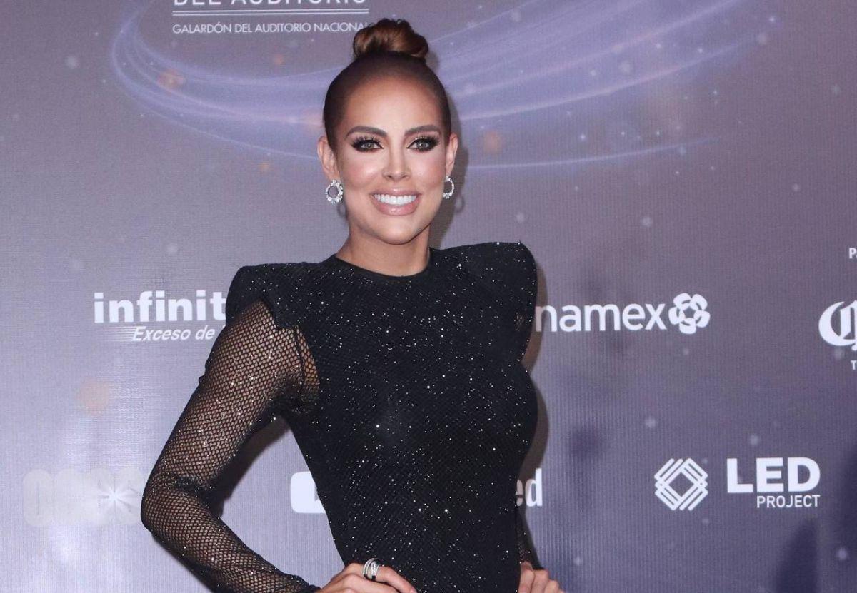 Sara Corrales presume cuerpazo y bronceado perfecto posando desde un yate