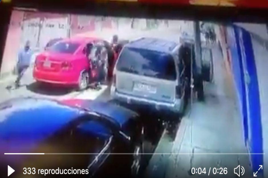 VIDEO: Captan a grupo armado secuestrar a empresario mexicano