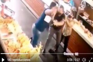 VIDEO: Ladrones golpean a pareja de abuelitos durante asalto con armas de fuego