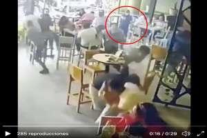 VIDEO: Sicarios así mataron a personas dentro de bar lleno de gente