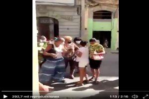 VIDEO: Simpatizantes de régimen cubano impiden que mujer opositora salga de su casa