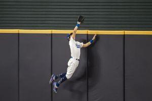 Bellinger le roba jonrón a Tatis Jr. y los Dodgers están a otro triunfo de la Serie de Campeonato