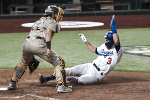 Pitchers de los Dodgers controlan a los Padres; Yankees caen y están empatados con Rays