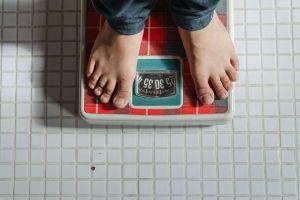 """Un joven latino de California pierde 170 libras en 9 meses adoptando la mentalidad """"Mamba"""" de Kobe Bryant"""