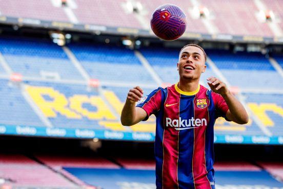 Sergiño Dest está feliz de llegar al Barcelona.