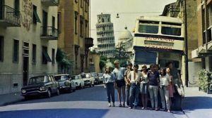 El épico viaje estudiantes en un autobús viejo más allá de la Cortina de Hierro