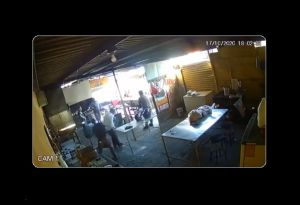 VIDEO: Empleado mata a tiros a un extorsionador en Nuevo León