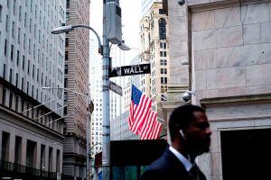 Estudio revela que el salario mínimo sería de $44 si las remuneraciones hubieran crecido a la par que Wall Street