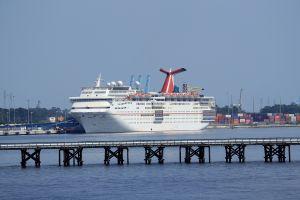 EEUU extiende hasta el 31 de octubre la orden de no navegar para los cruceros