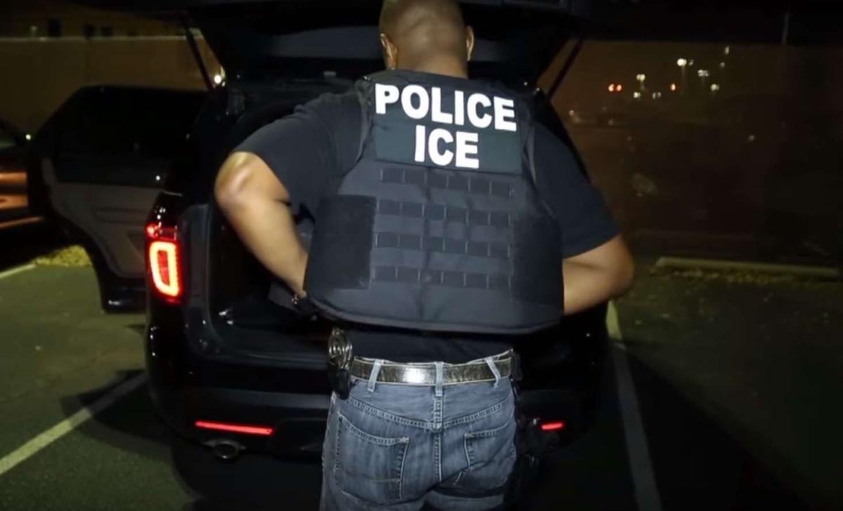 Cualquier indocumentado podría ser detenido por ICE.